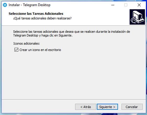telegram en el escritorio del ordenador