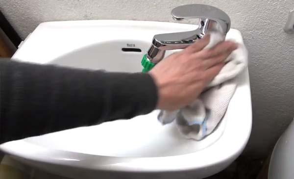 C mo quitar el sarro de la llave del lavamanos recursos for Llaves de lavamanos