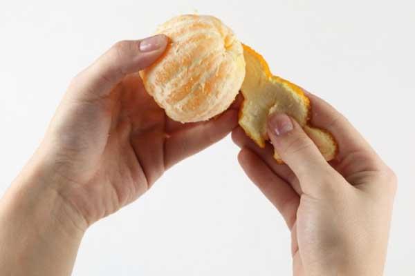 sacar cascara de mandarina