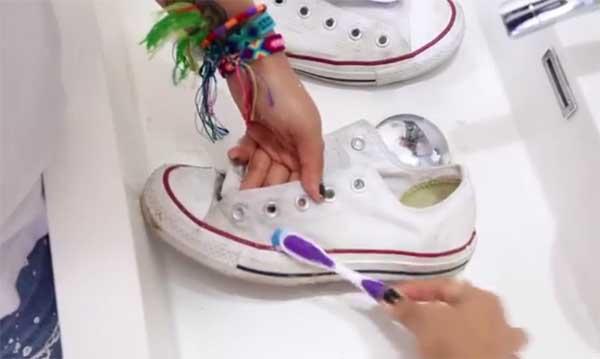 Truco zapatillas blancas