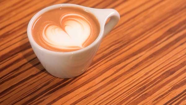 Cómo hacer un corazón en el café